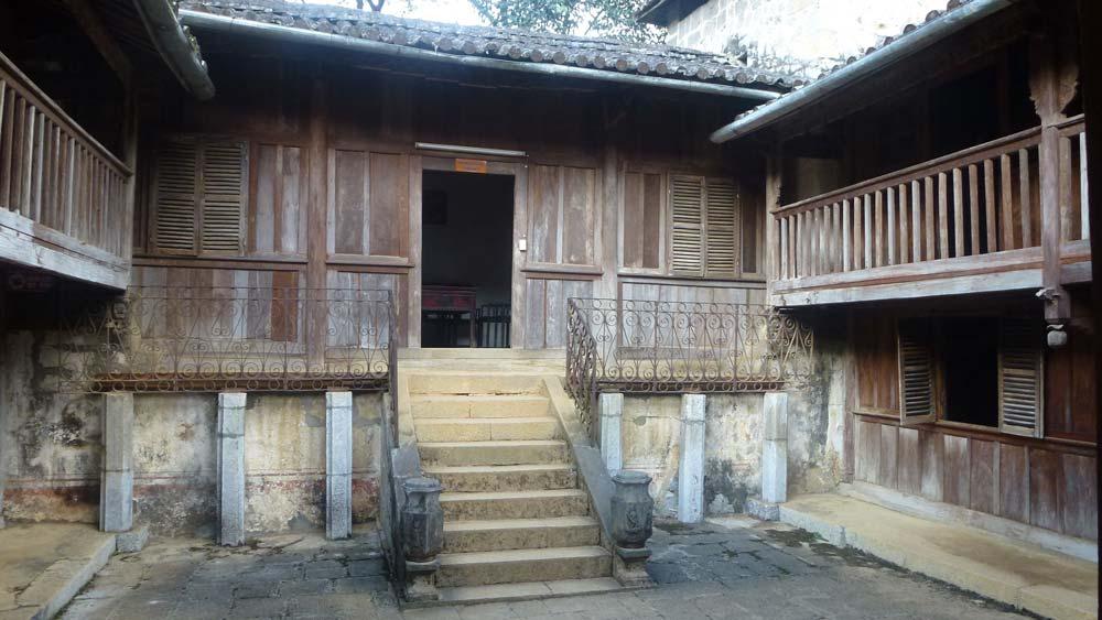 Au palais du roi H'Mong - Alain Rebord